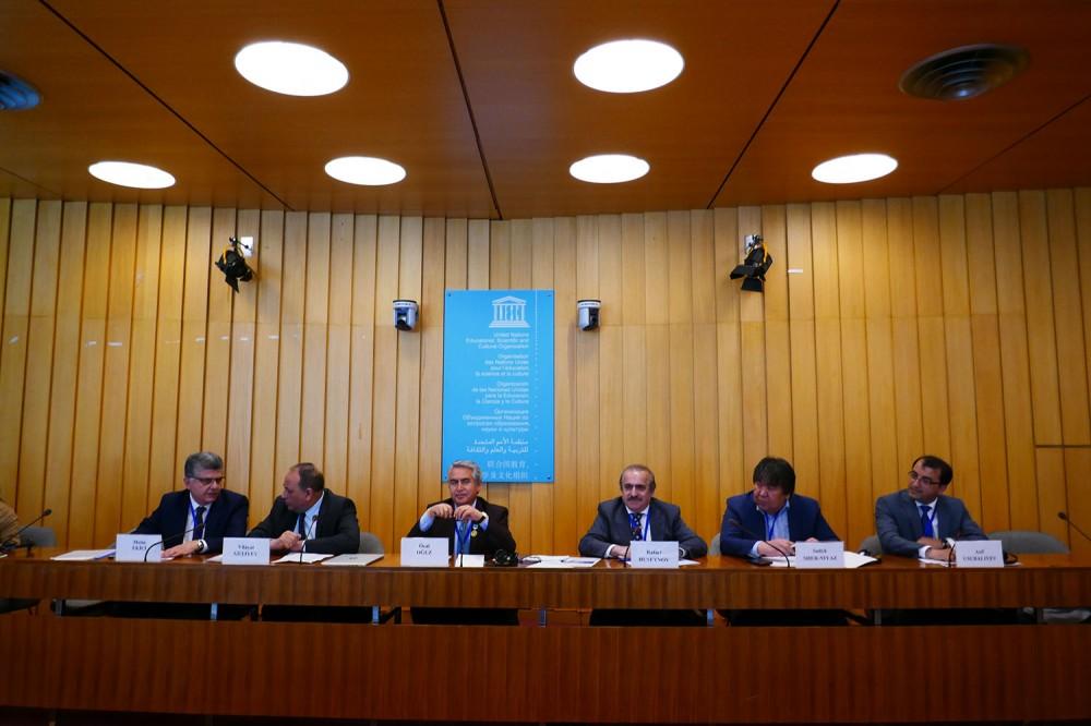 """UNESCO-da """"Böyük Çöl: mədəni mirası və dünya tarixində rolu"""" Beynəlxalq Forumunun panel müzakirələri keçirilib"""